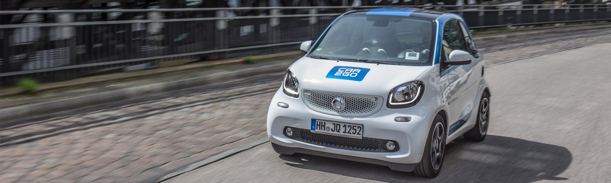 Der neue Smart fortwo von car2go auf der Fahrbahn