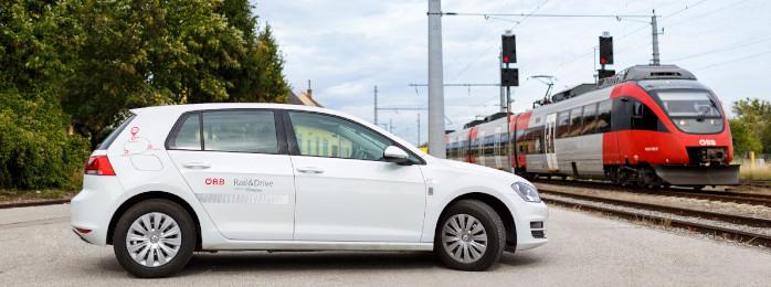VW e-Golf Carsharing-Auto mit ÖBB Zug